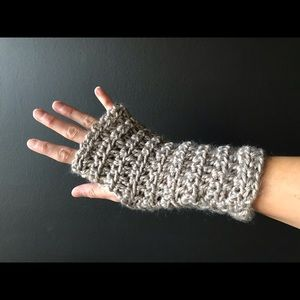 Accessories - Knitted hand-warmers